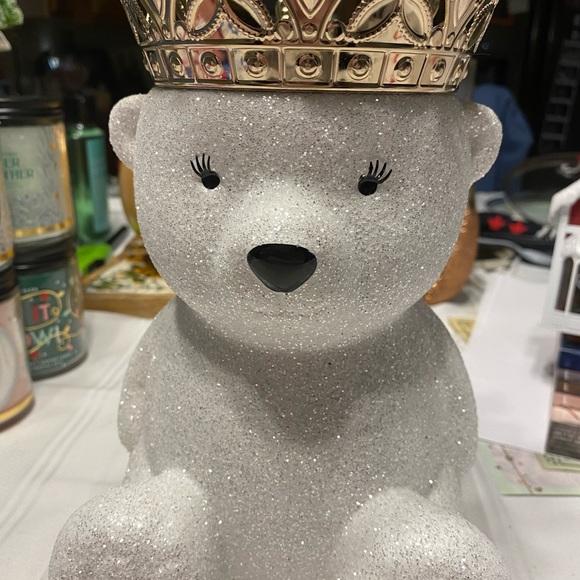 Polar bear candle holder